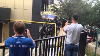În spatele clădirii GBC, pe perioada protestului