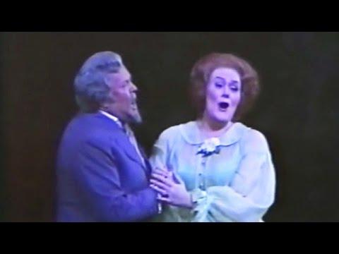 Joan Sutherland & Cornell MacNeil - Madamigella Valery [La traviata Act II] - 1975
