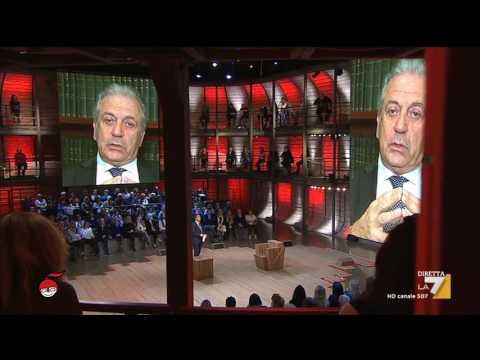 L'intervista a Dimitris Avramopoulos