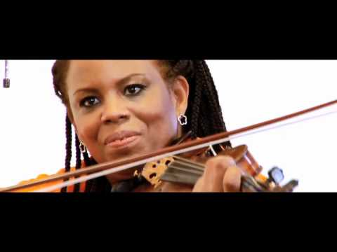 "Regina Carter's Reverse Thread performs ""Artistya"""