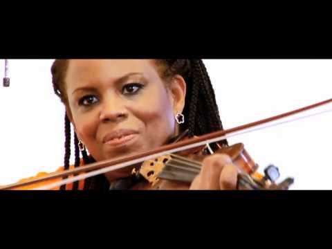 "Regina Carter's Reverse Thread performs ""Artistya"""