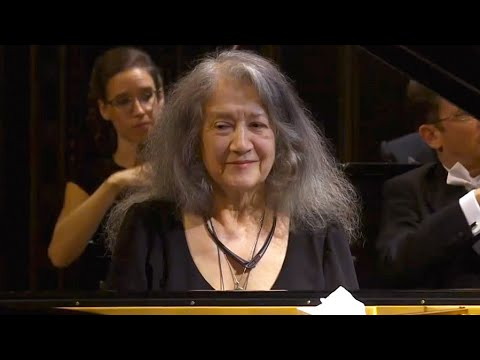 2019 | Martha Argerich plays Beethoven Piano Concerto No. 1 + Bach Gavotte / Scarlatti K141 (encore)