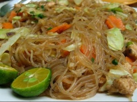 pancit-bihon-(filipino-food)-(filipino-recipe)