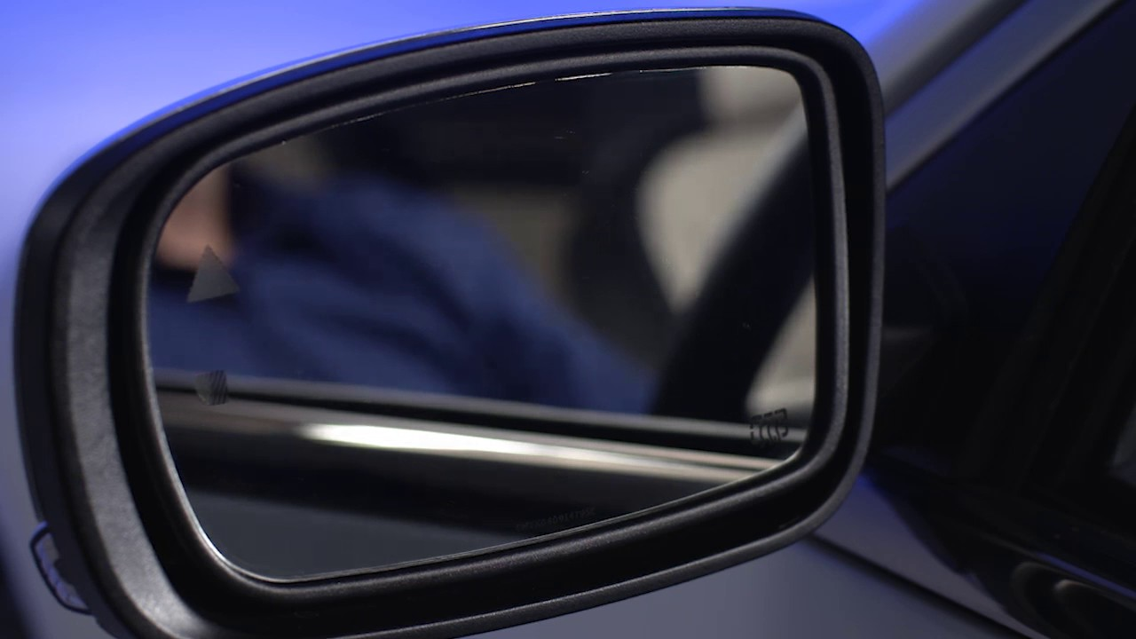 BMW 5 Series: Interior rearview mirror, automatic dimming feature