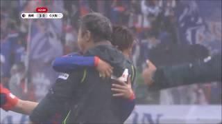 長崎が敵陣でボールを奪うと、相手GKの位置を確認した中原 彰吾(長崎)...