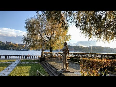 Stockholm Walks: to City Hall in autumn colors (Stadshuset)