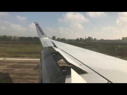 Atterraggio aeroporto di Parma