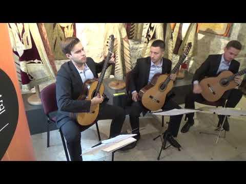 Trio Evocación - (01) Toccata, Adagio and Fugue in C major, BWV 564
