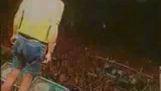 la vela puerca - vuelan palos (en vivo)