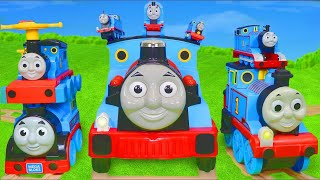 JOUETS - GRAND CIRCUIT de TRAINS BRIO - petites voitures, - Thomas and Friends Toy Trains