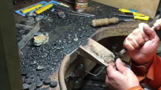 Trabajando el azabache en Ardentia - 1 de 2