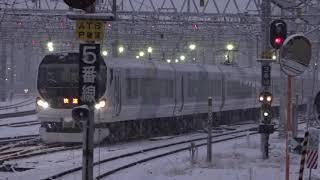 降雪の平成最後の大晦日、松本駅へ出発したE257系快速列車2530M。(一部、昨日撮影)