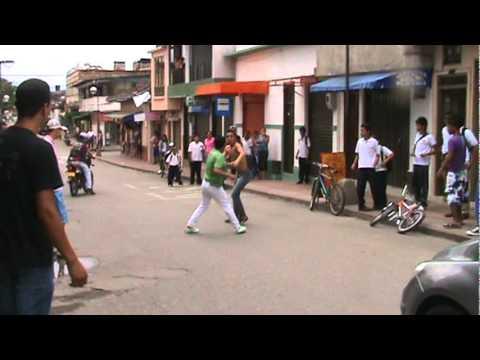 Pelea De Estudiantes Youtube Pelea En Vivo Colombia Youtube
