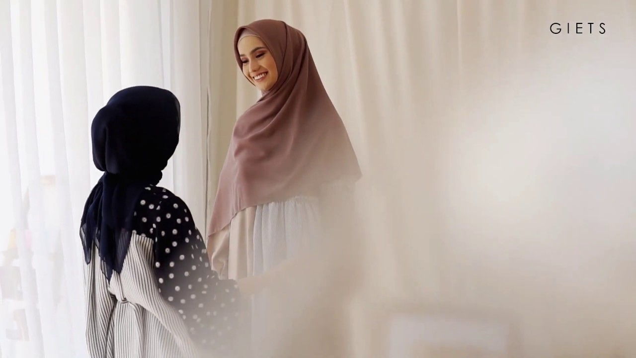 """Download Behind the scenes """"BTS"""" Photoshoot Product Hijab Premium Quality, Get stylish with GIETS"""