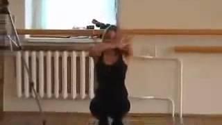 مدربه ايطالية تعلم بنات ايطالياعلى رقص الخليجي mp4