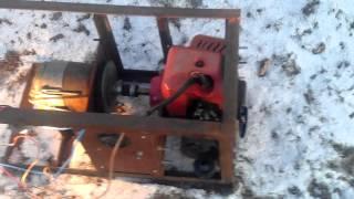 самодельный мини генератор 12 вольт(двигатель из газонокосилки и генератор из трактора МТЗ., 2014-12-06T13:32:53.000Z)