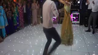 Punjabi Girl rocks the dance floor! in NRI Sikh Wedding | Best Punjabi Wedding Dance Ever