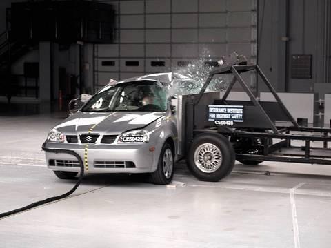 2005 Suzuki Forenza side IIHS crash test  YouTube