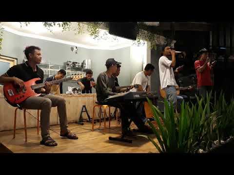 Remember Of Today - Pergi Hilang dan Lupakan (Akustik cover by CinematiC) at Kopi Senthet