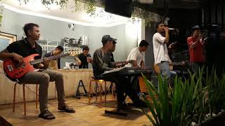 Remember Of Today - Pergi Hilang dan Lupakan (Akustik cover by CinematiC) at Kopi Senthet
