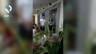 Người Hà Nội bày tiệc giữa hành lang chung cư gây  tranh cãi
