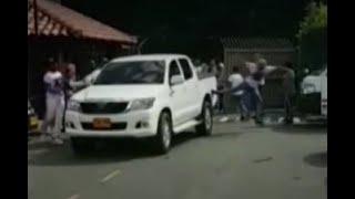Mujer a bordo de camioneta, fue víctima de brutal ataque tras rebasar una caravana fúnebre