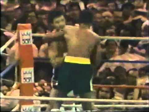 Alexis Arguello vs Alfredo Escalera - The Bloody Battle Of Bayamon.