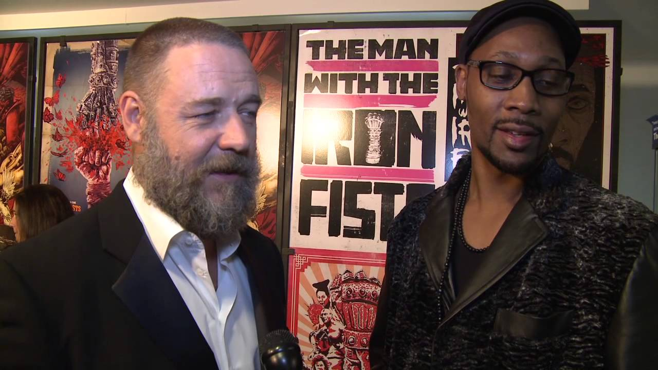 Russell Crowe dan RZA bekerjasama saat mengerjakan film The Man with the Iron Fist.