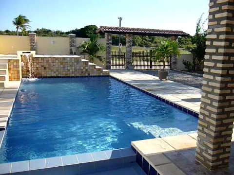 Ville con piscina di acqua minerale immersa nella natura - Foto ville con piscina ...