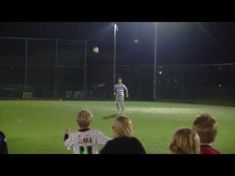 Good catch! Football Freestyler Matt Minnis shows his skill | Reading FC