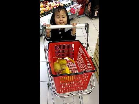 Disya Belanja Permen di SuperMarket TAIWAN (SHOPPING CANDY)