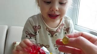 Фото Распаковка яйца Sweet BOX Маша и Медведь