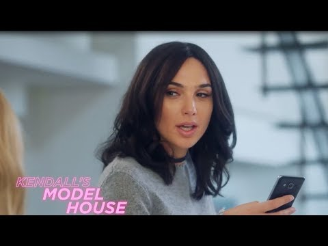 Gal Gadot IMPERSONATES Kendall Jenner In Hilarious SNL Skit