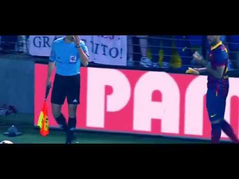 Dani Alves eats banana thrown from public 2014 - No al Racismo