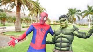 Эльза и человек паук, любовь, играют