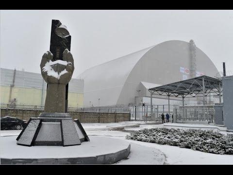 Новая арка установлена над саркофагом разрушенного энергоблока Чернобыльской АЭС