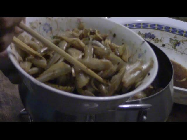 Quanh Bếp ở Mỹ: Cá Lòng Tong Kho Khô (fish, pork belly) - NVTC2