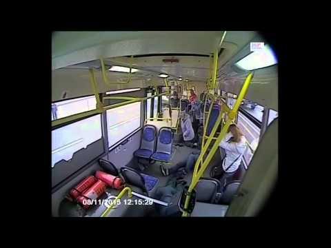 В Москве водитель автобуса уснул за рулём и врезался в столб
