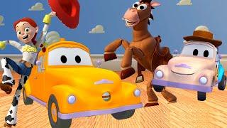El bebé Tom es Woodie de Toy Story ! en El Taller de Pintura de Tom La Grúa  🎨 Dibujos animados