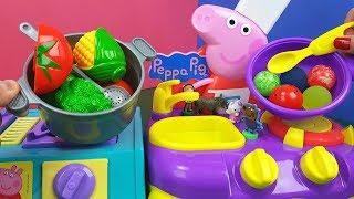 Tia Fla e Produção Cozinham Comidinhas e Surpresas Nos Fogões Peppa Pig