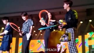 Video 170902 Throwing Gifts/Signature - Baekhyun, Yerin, Zelo, Mark, Bogum, Irene (Music Bank in Jakarta) download MP3, 3GP, MP4, WEBM, AVI, FLV Desember 2017
