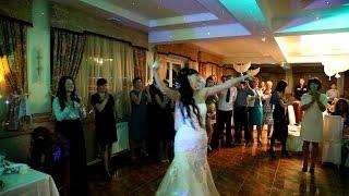 Лезгинка на русской свадьбе. Невеста и ведущая отжигают по полной.