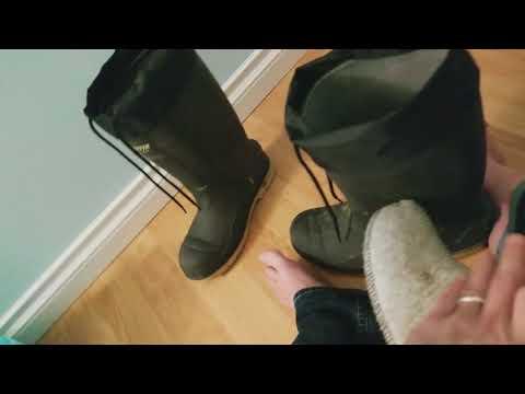 baffin steel toed rubberized boots