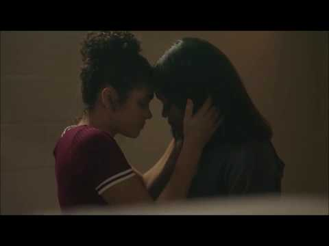 Simone - All Lesbian Kisses (+2x09) | STAR