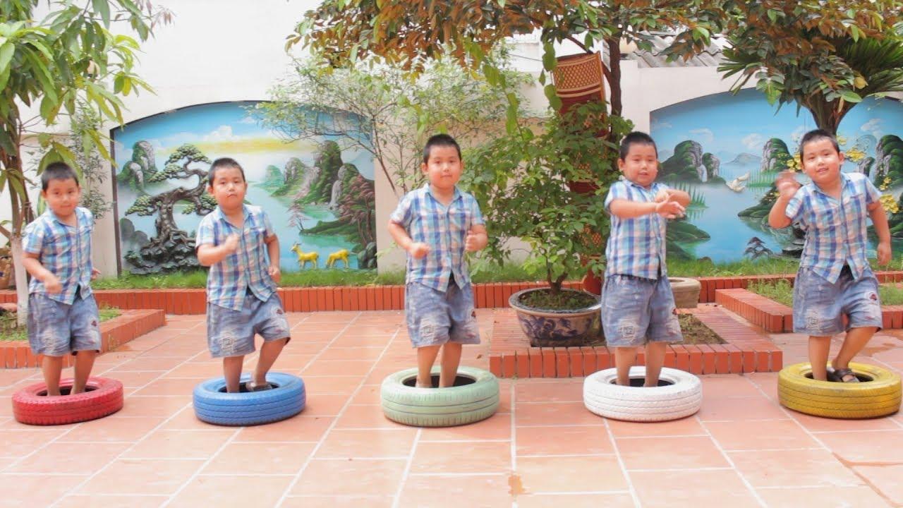 RAFAEL FOI CLONADO - Aprendendo cores com bolas, Five little babies jumping on the bed song, colors