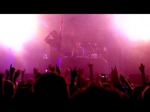 Bliss n Eso TV - House Of Dreams Tour feat Yelawolf Perth