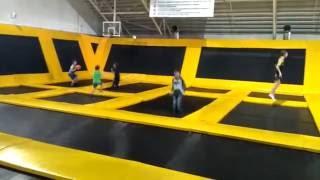 дети прыгают на батуте Sky Park, детский парк(Sky Park, детский парк Sky Park, детский парк., 2016-11-13T20:05:31.000Z)