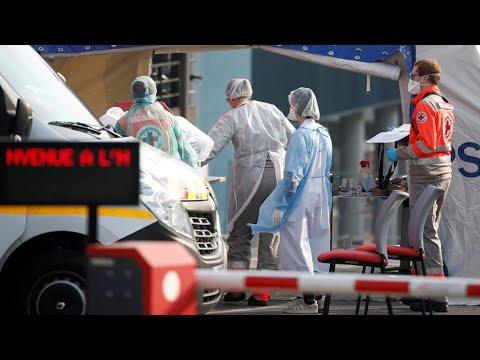 Coronavirus : plus de 2 300 morts en France, le transfert des malades s'accélère