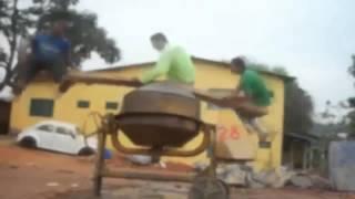 Gimbusy i debile na betoniarce! - Idiots on cement-mixer (funny movie)
