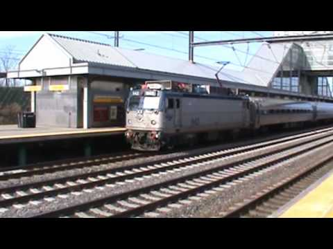 how to get to newark airport by train